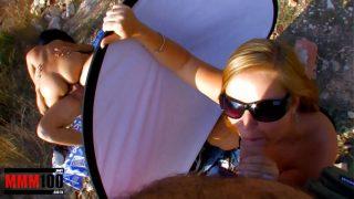 Беременная казахская массажистка выполняет массаж и подпрыгивает на хере клиента